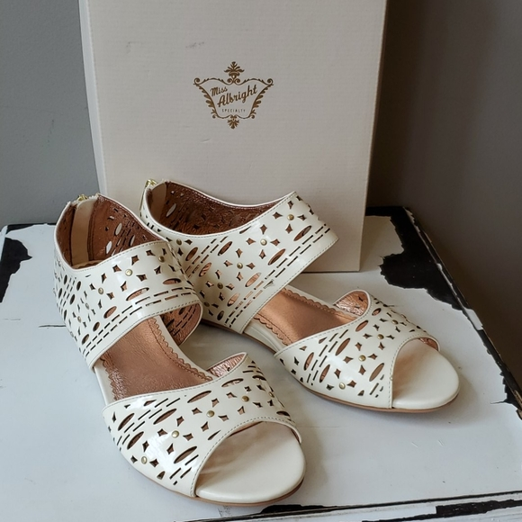 Anthropologie Shoes - Anthropologie Miss Albright Jetta Cutout Sandals